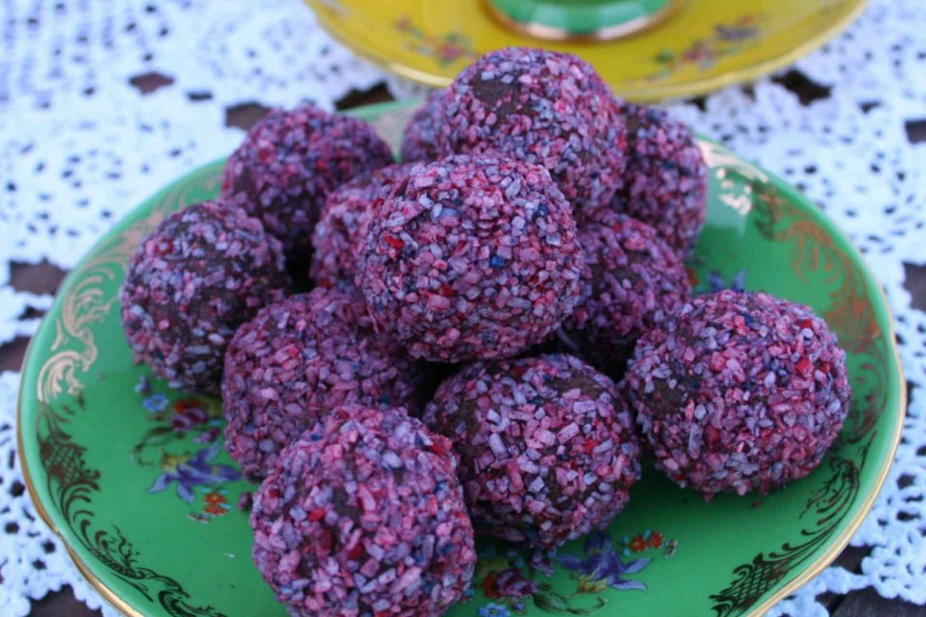 raspberry-and-chocolate-balls-featured-2