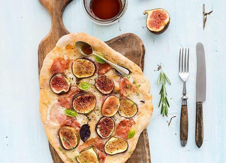 Fig-and-prosciutto-pizza