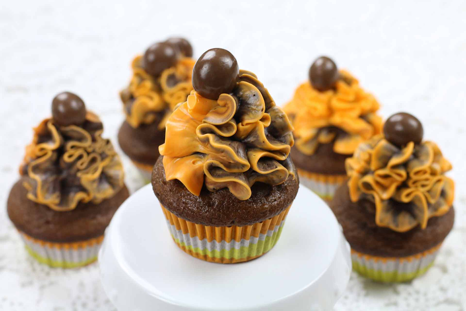 chocolate-and-apricot-cupcakes