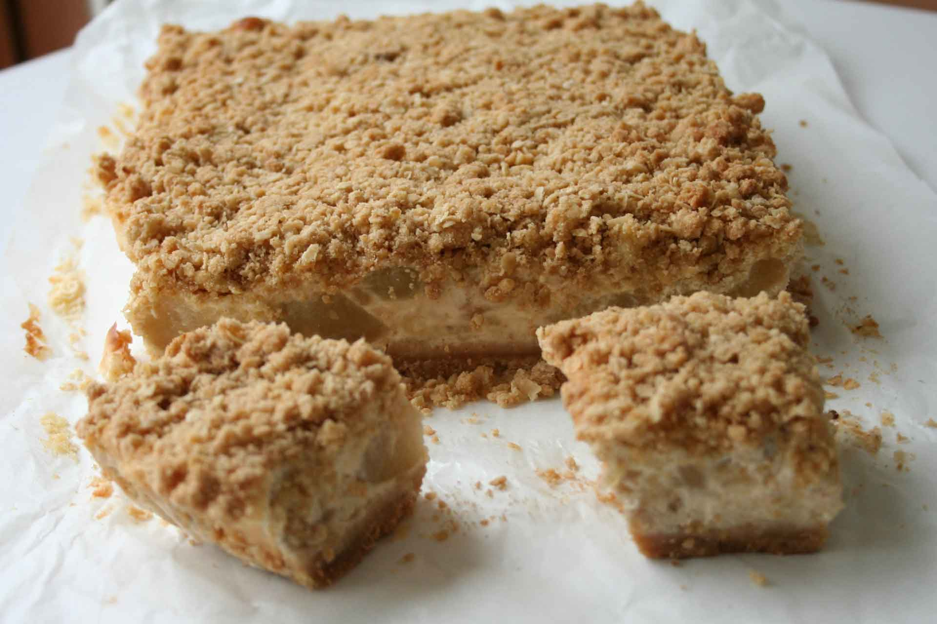 apple-crumble-cheesecake