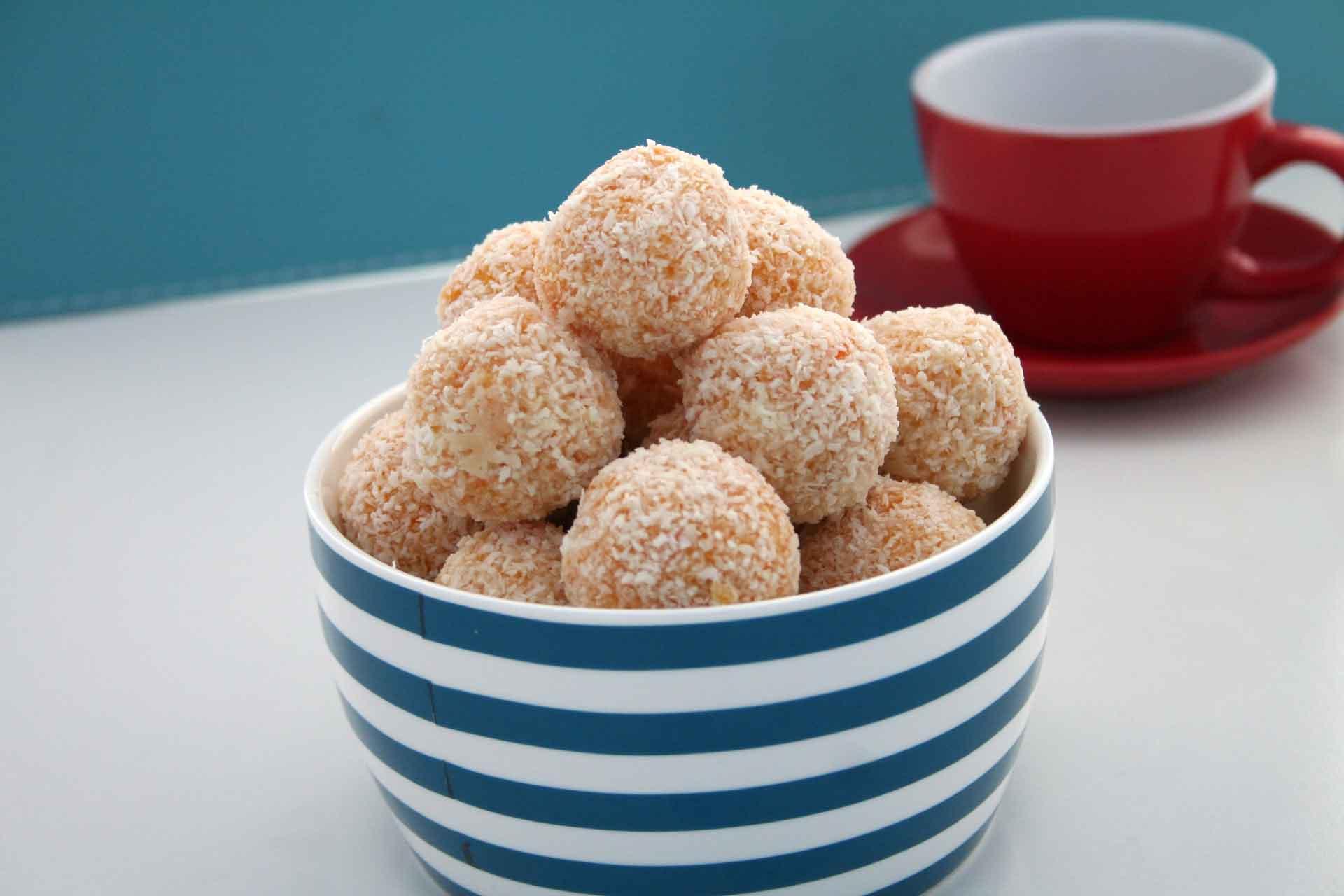 apricot-and-macadamina-balls