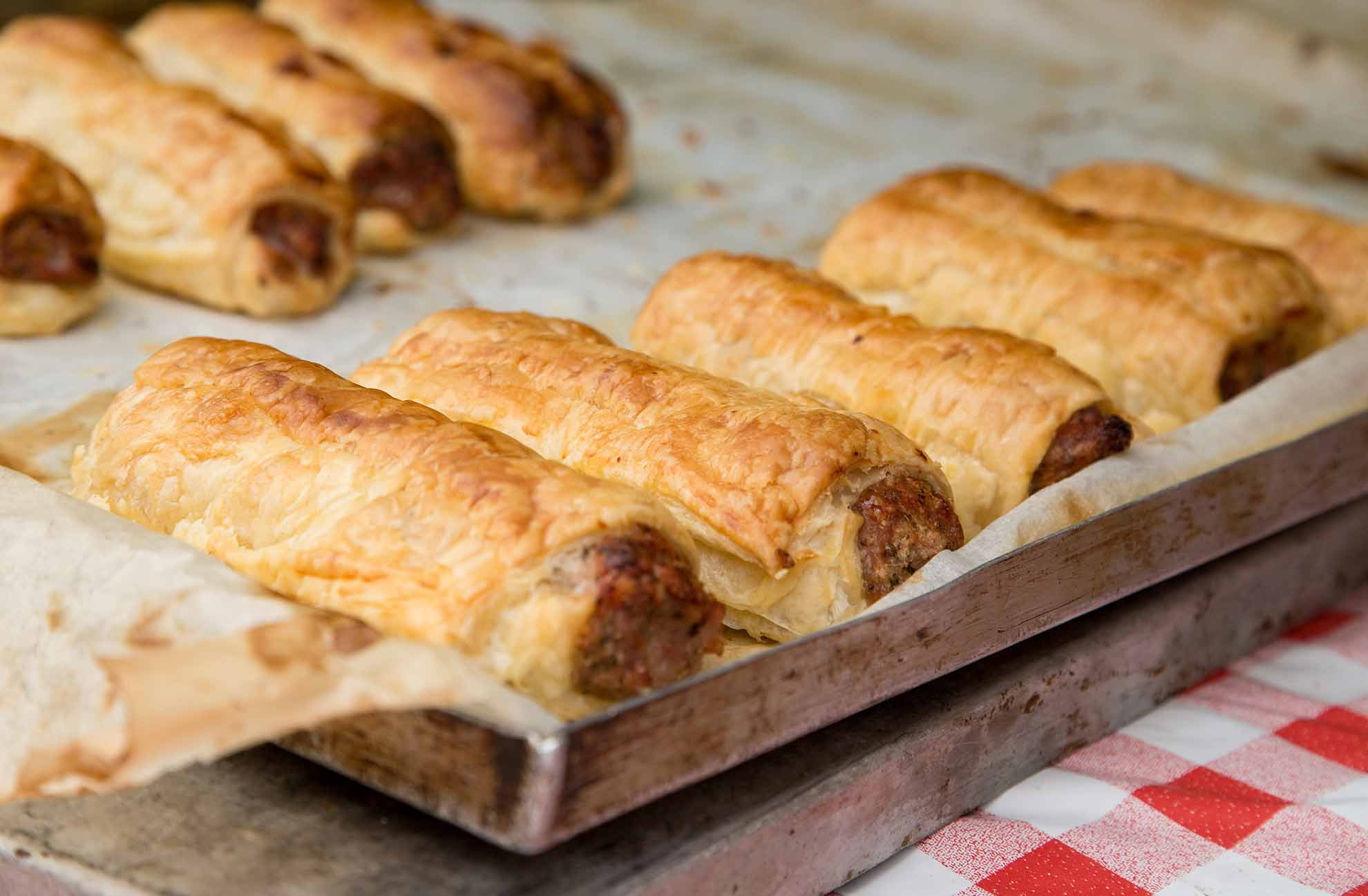 Simple way to make sausage rolls