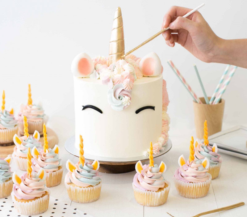 pretty unicorn cakes