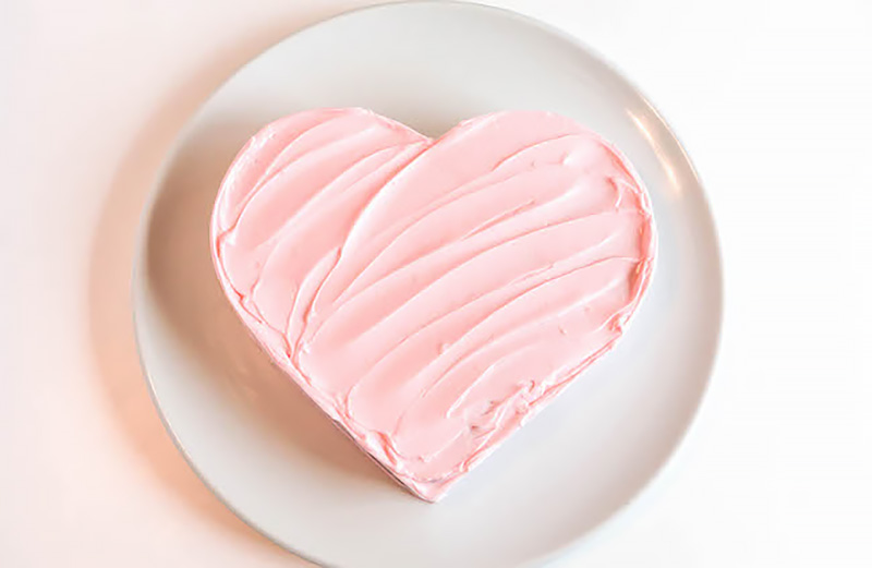 heart shaped cake Valentine's Day
